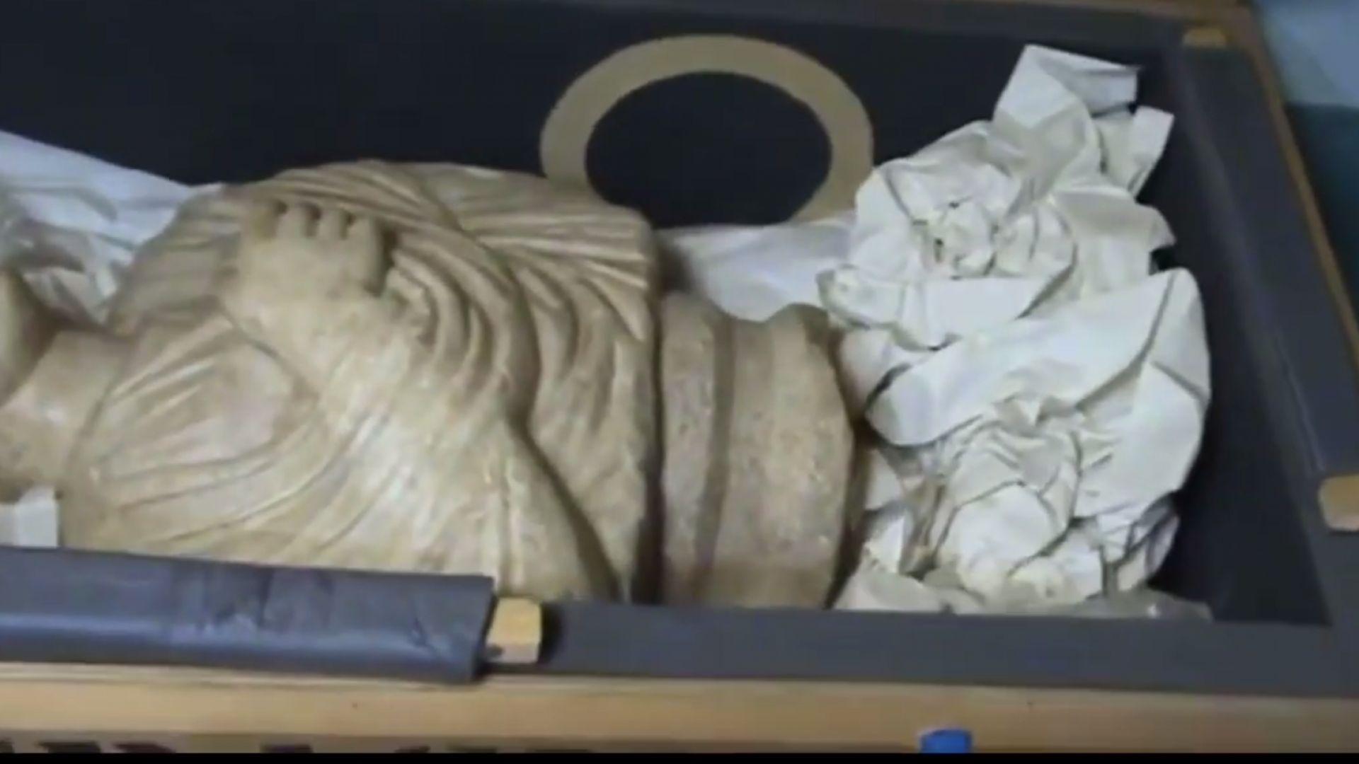 Иззеха още 268 антики от гараж и абонатна станция в офиса на Божков (видео)