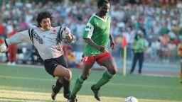 С 30 години закъснение, но славните герои на Камерун получиха премиите си