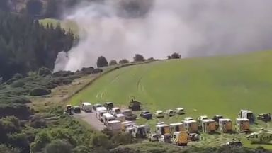 Влак дерайлира и пламна в Шотландия (видео)