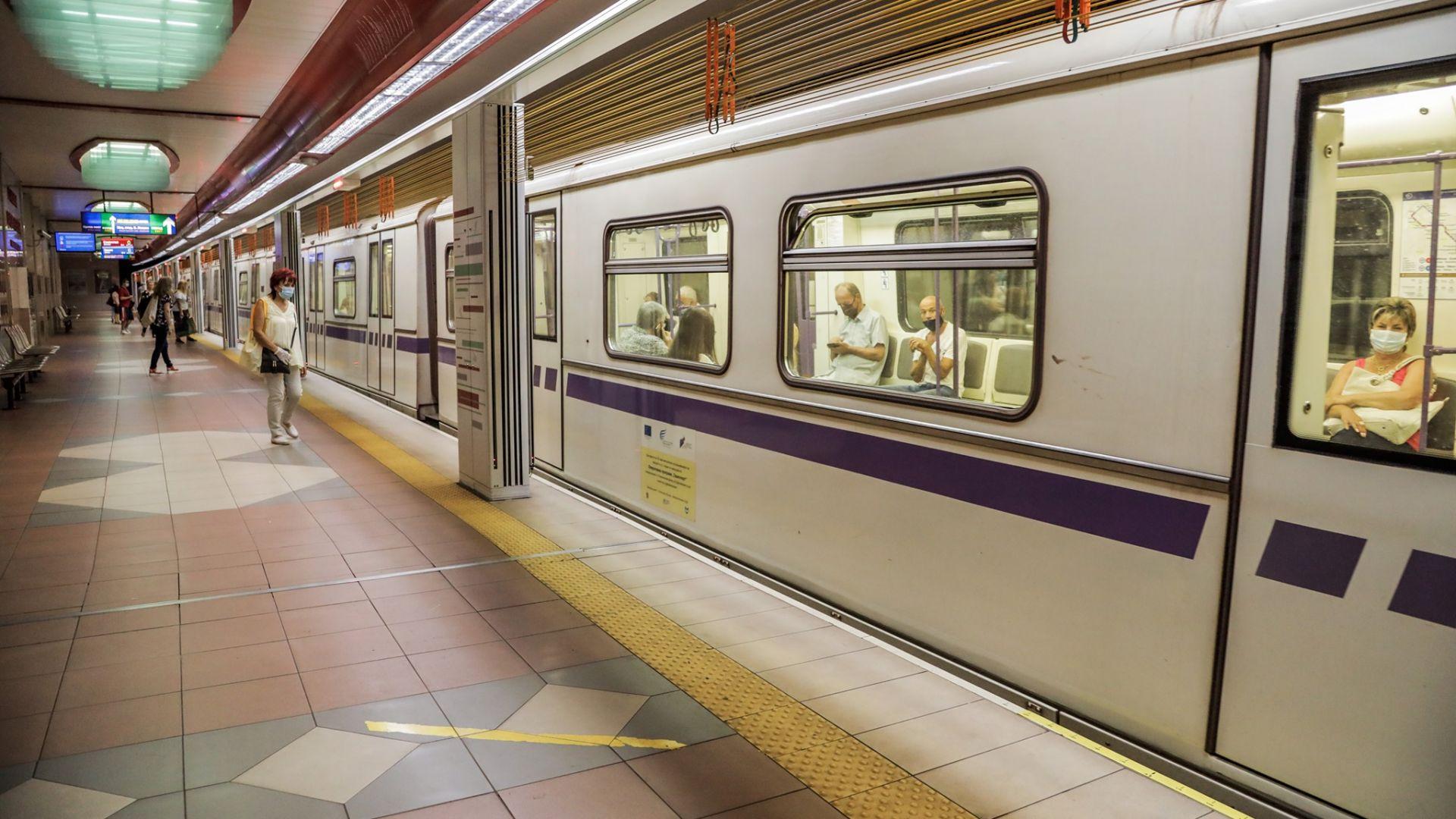 Късо съединение задими метростанция и спря мотрисите