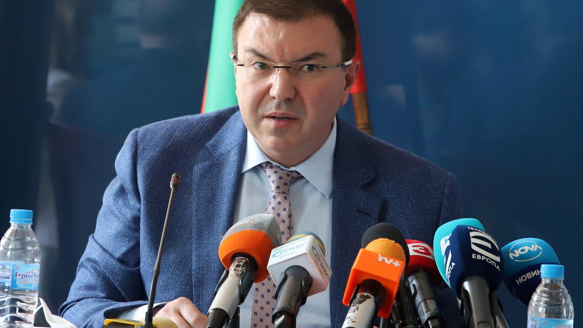Здравният министър: Няма план срещу COVID-19, не се знае само респираторна инфекция ли е
