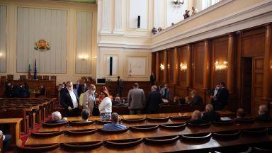 Извънредното заседание на НС пропадна без кворума от ГЕРБ