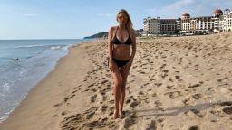 Венета Райкова показа стегната фигура на плажа, организира почивката си за 5 минути