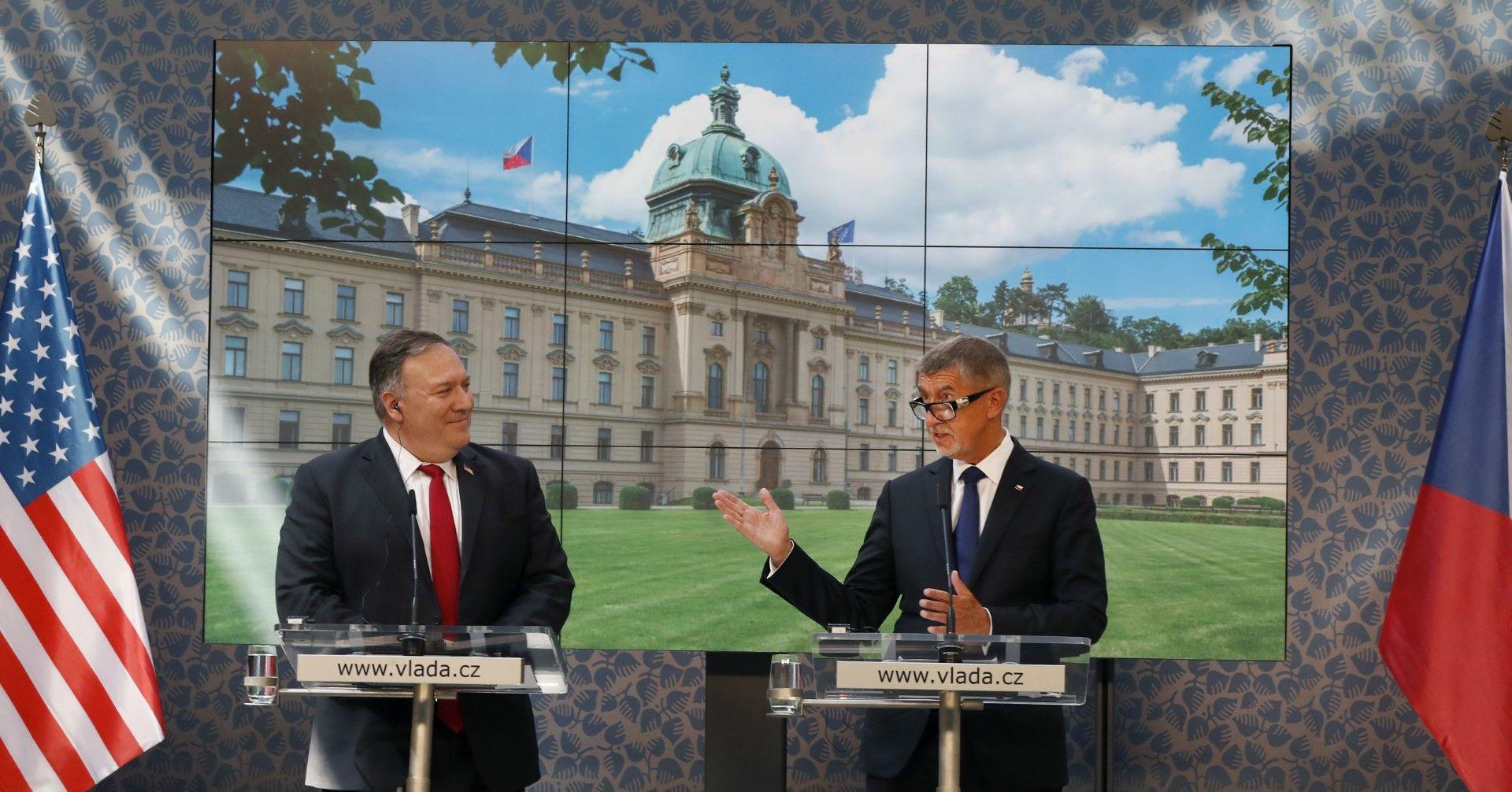 Майк Помпейо по време на пресконференцията с премиера на Чехия Андрей Бабиш в Прага, 12 август