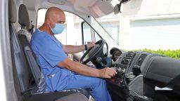 Ген. Мутафчийски прие лично 8 нови линейки за ВМА (снимки)