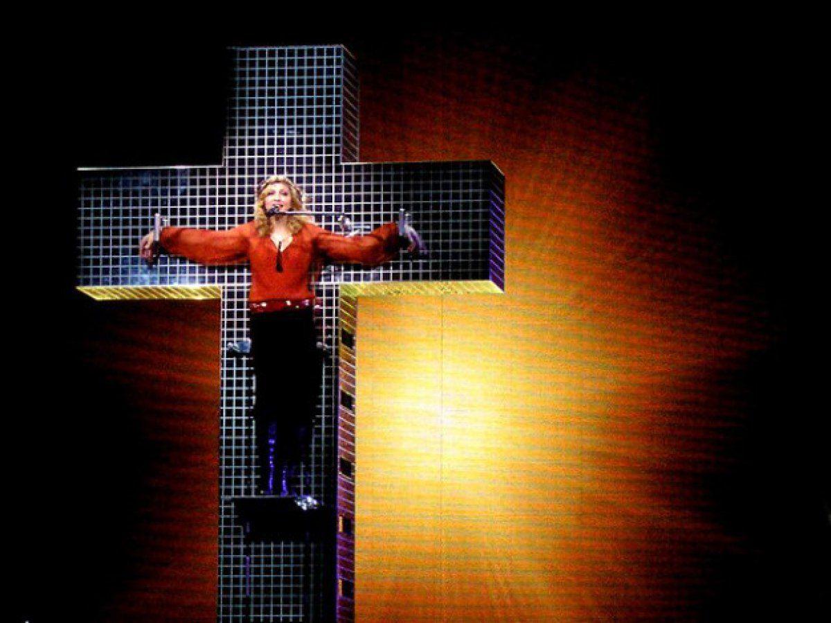Мадона като Иисус по време на Confessions Tour, 2006