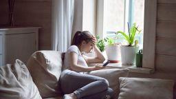 Дистанцирането и по-малката физическа активност са отговорни за повишения стрес