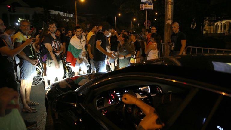 На косъм от стълкновения заради масови блокади в 37-ия ден на протест