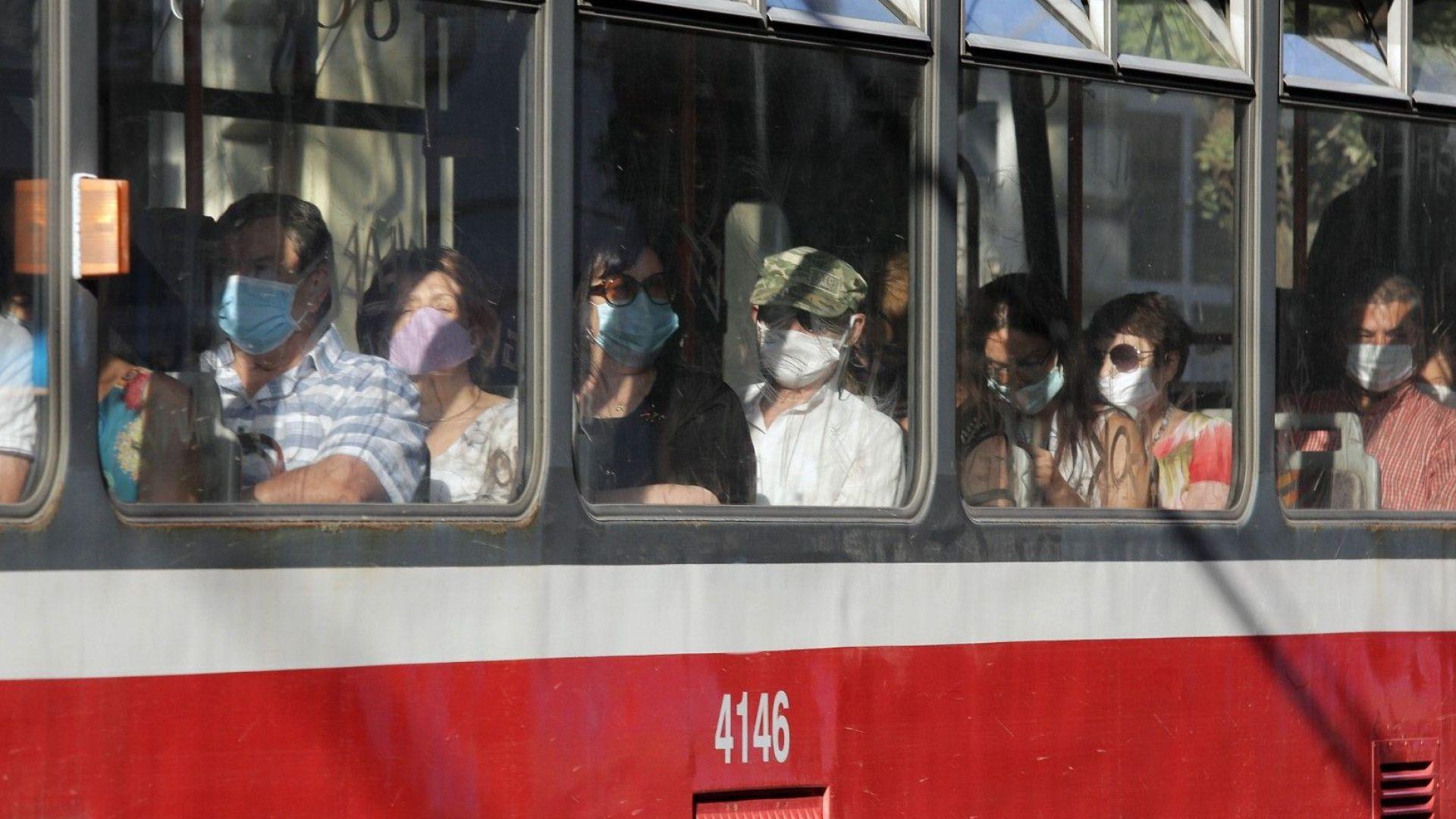 Погват пътниците в градския транспорт в София и за неправилно носене на маска