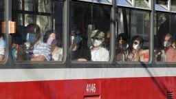 Правителството удължи извънредната епидемична обстановка до 30 ноември