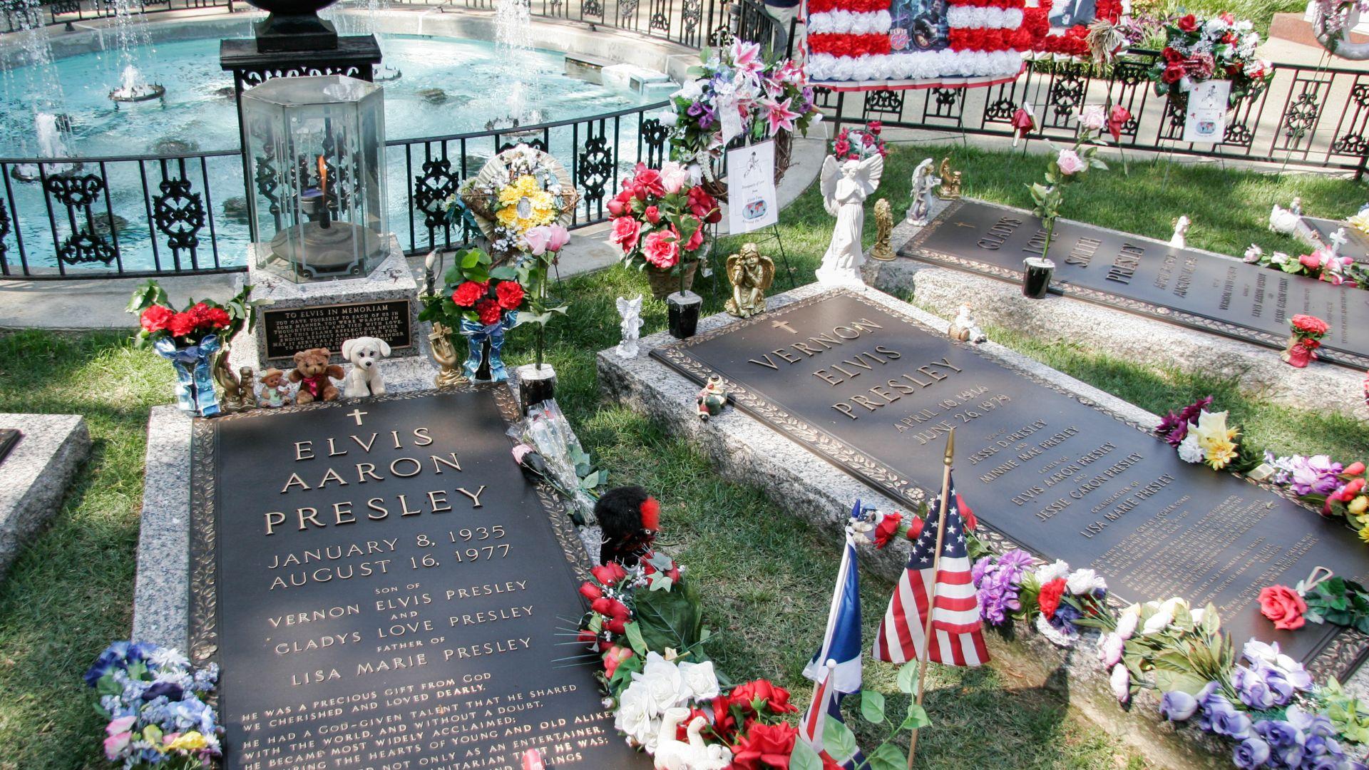 """По традиция в """"Грейсленд"""": Точно 720 души ще бдят със свещи в памет на Елвис Пресли"""