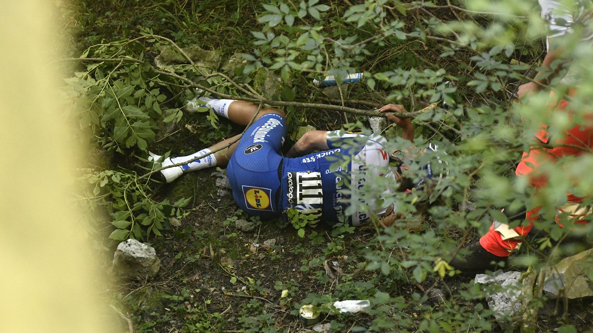 Фрактура на таза и куп травми за Евенпул, автомобил блъсна негов колега