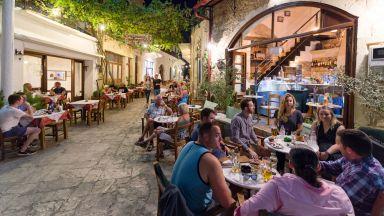 Край на купоните в Гърция: Затягат мерките за таверни, заведения и нощни барове