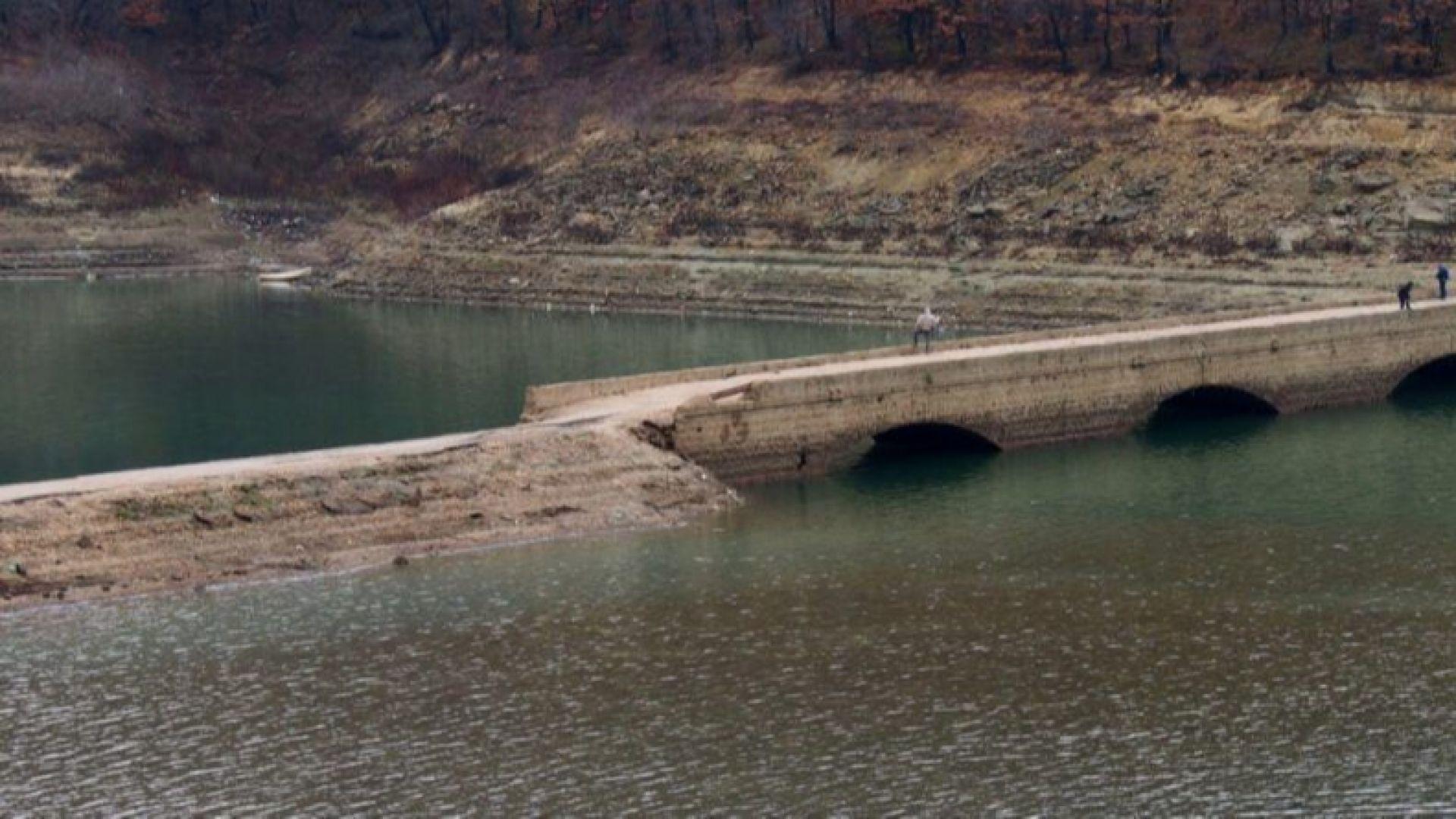Екоминистърът и шефове на ВиК в спор: Пред водна криза ли са Варна и Бургас?