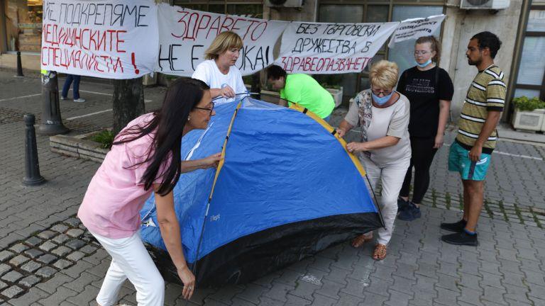 Две години по-късно - медицинските сестри отново протестират