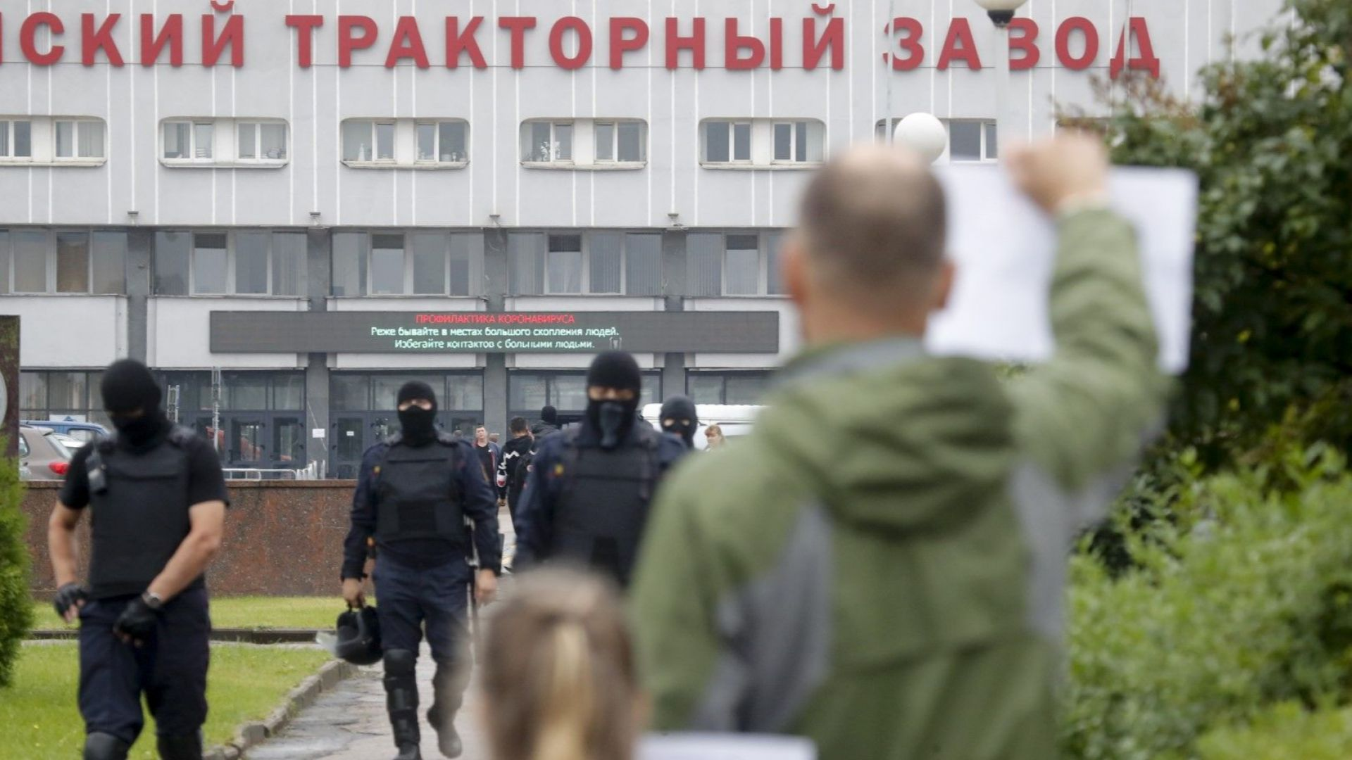 Заемът от $1.5 млрд. за Лукашенко: пари от един руски джоб в друг