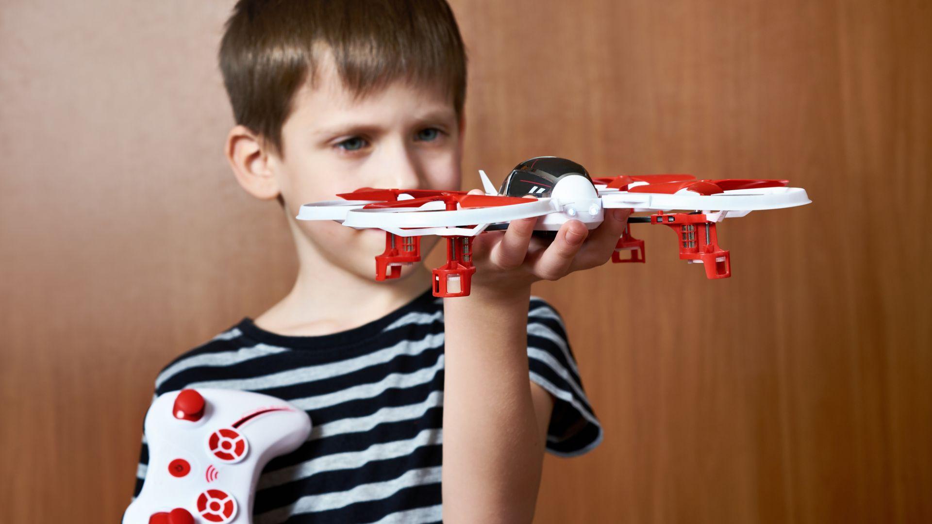 Управлението на дронове се усвоява по-лесно от деца