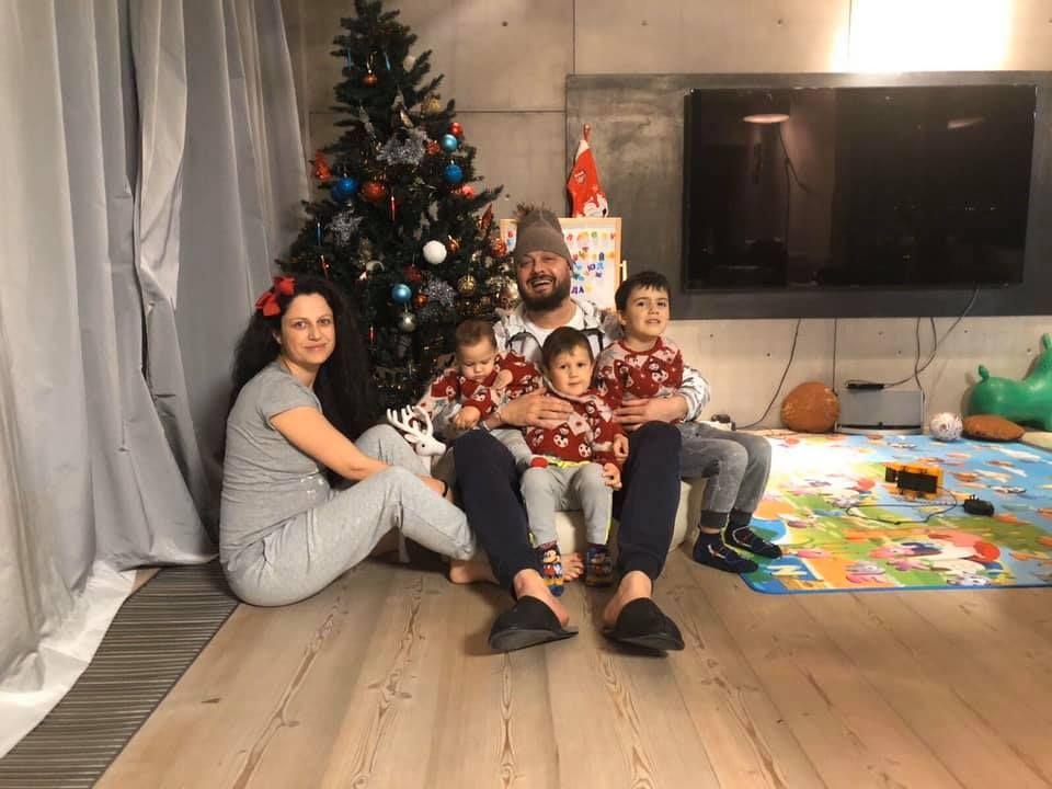 Николай Бареков със семейството си