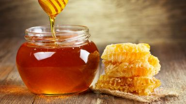 Медът е по-ефикасен от антибиотиците срещу настинки и болки в гърлото