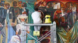 Реставрират монументалния стенопис в Народната библиотека в Пловдив