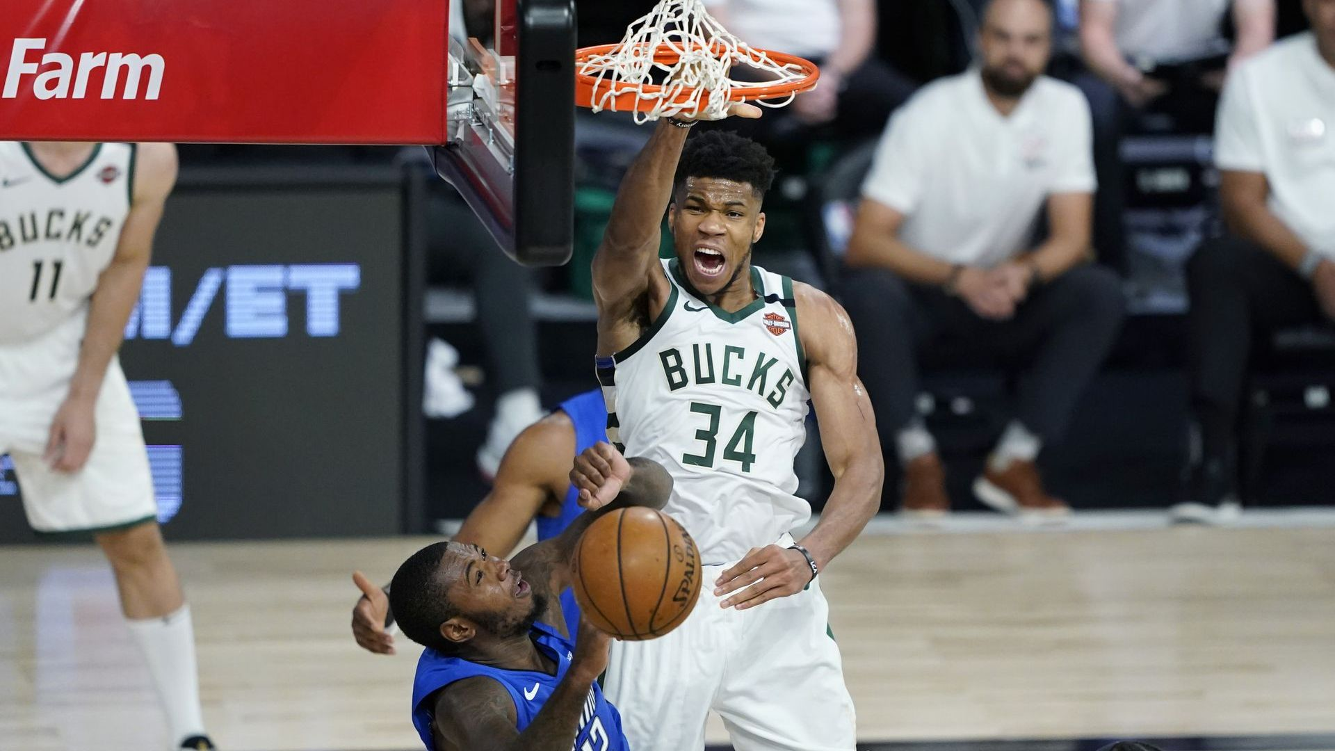 Фаворитите отвърнаха на удара в НБА, темата с расизма пак изплува