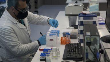 """Починал е доброволец в тестовете на ваксината на """"Астра Зенека"""""""