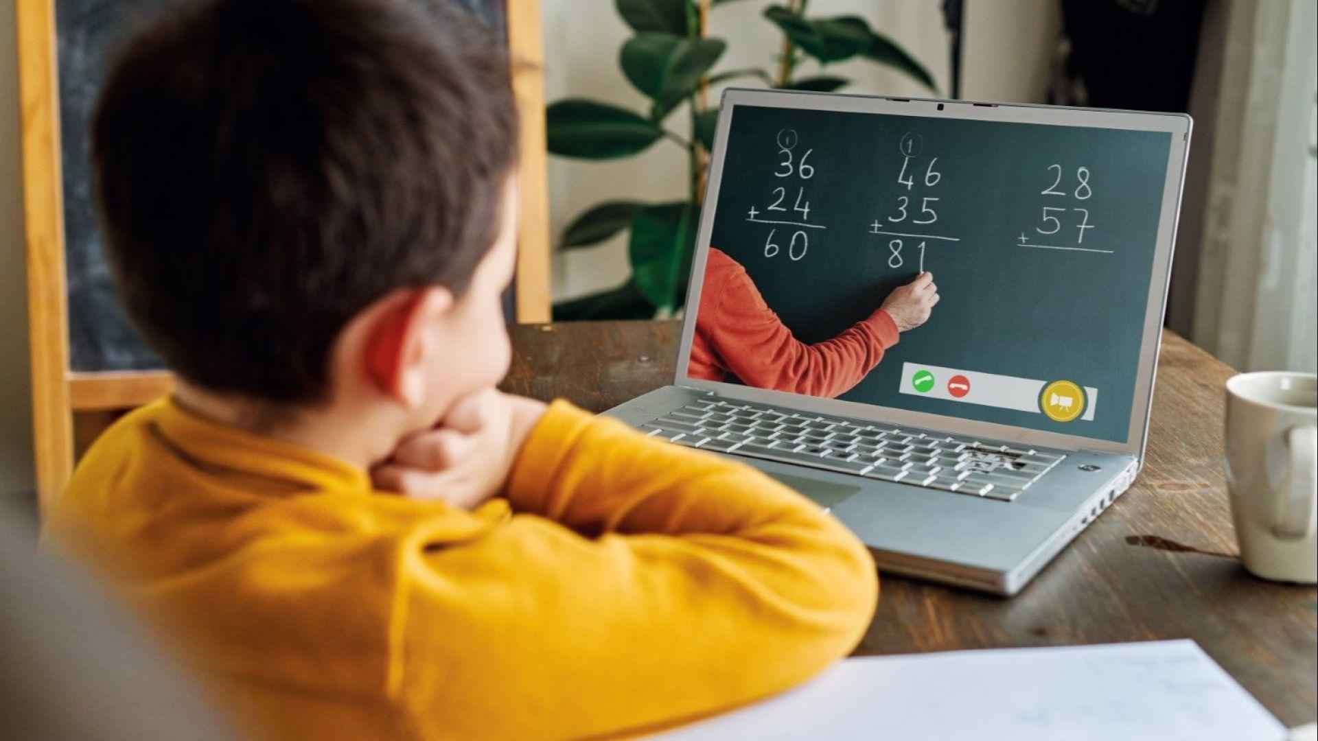 Учениците от 5 до 12 клас остават на дистанционно обучение до 31 януари