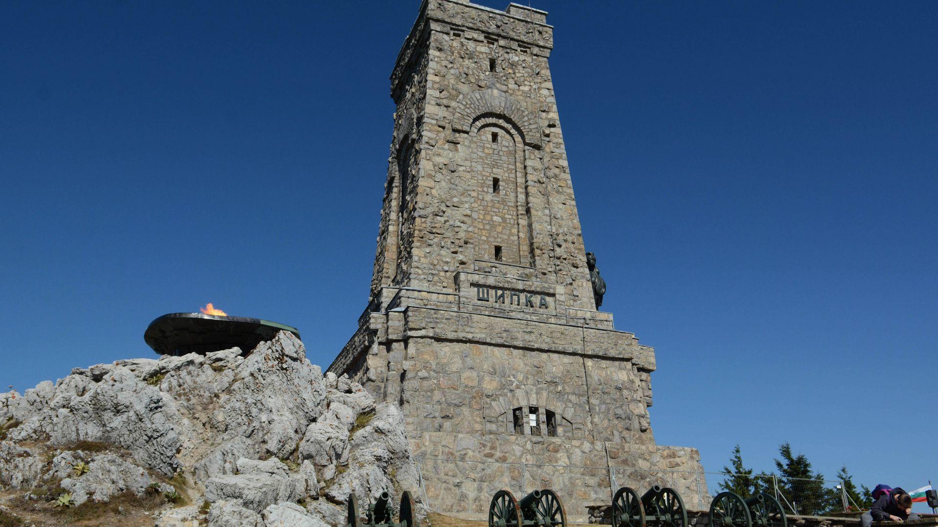 Започва обследването за реставрацията на паметника на връх Шипка