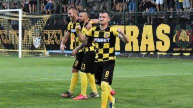 Рикошет и дебютен гол на именик бяха достатъчни на Ботев (Пловдив)