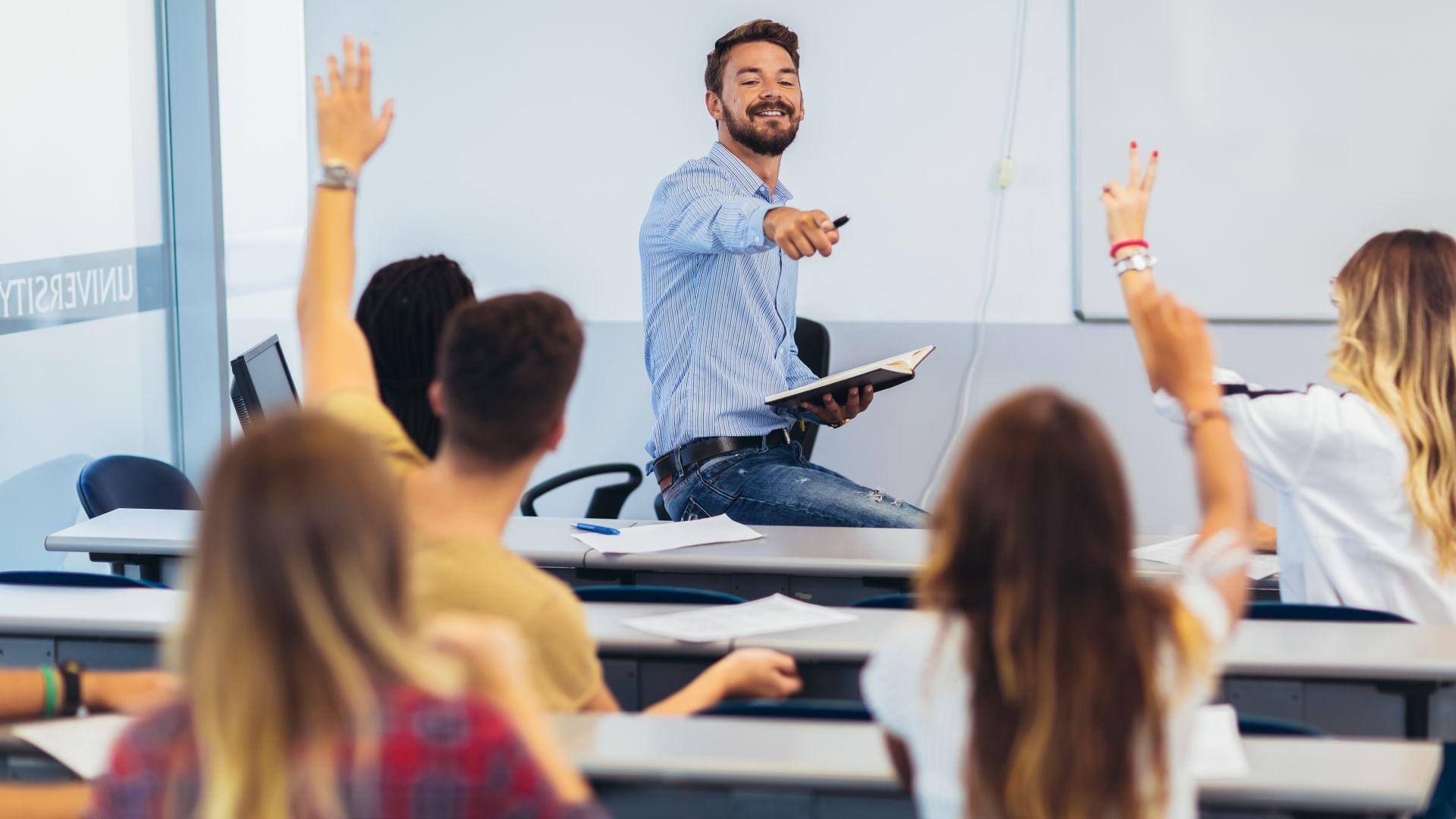 Учителите в България: 83% жени, а всеки втори е над 50 г.
