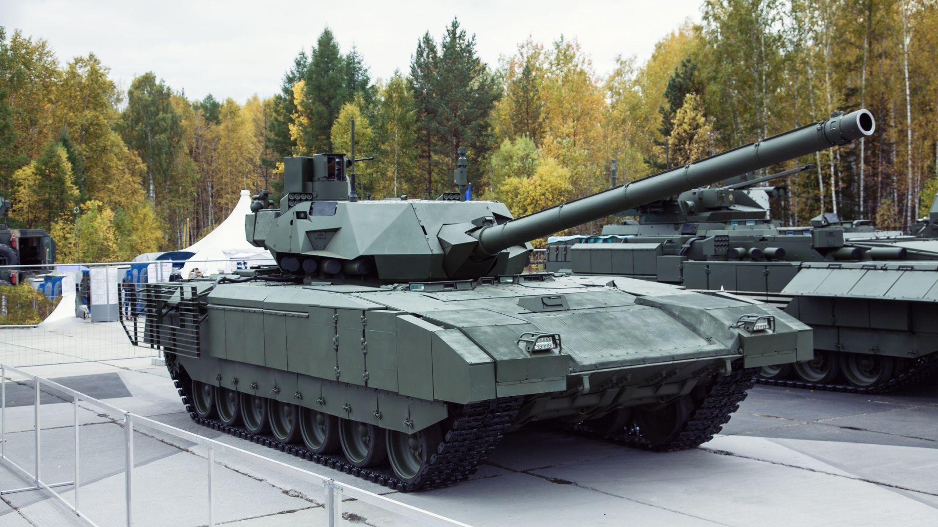 """Представиха подобрена версия на Т-14 """"Армата"""""""
