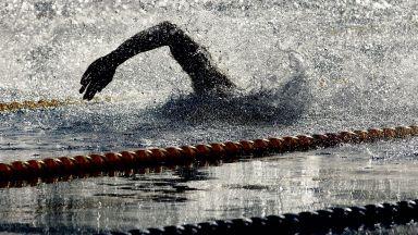 Скандалите в плуването нямат край, треньорът искал 30% от премиите на националите