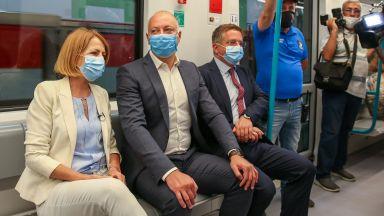 """Пуснаха 3-а линия на метрото, обещаха тестове на влакчетата в """"Овча купел"""" (снимки)"""