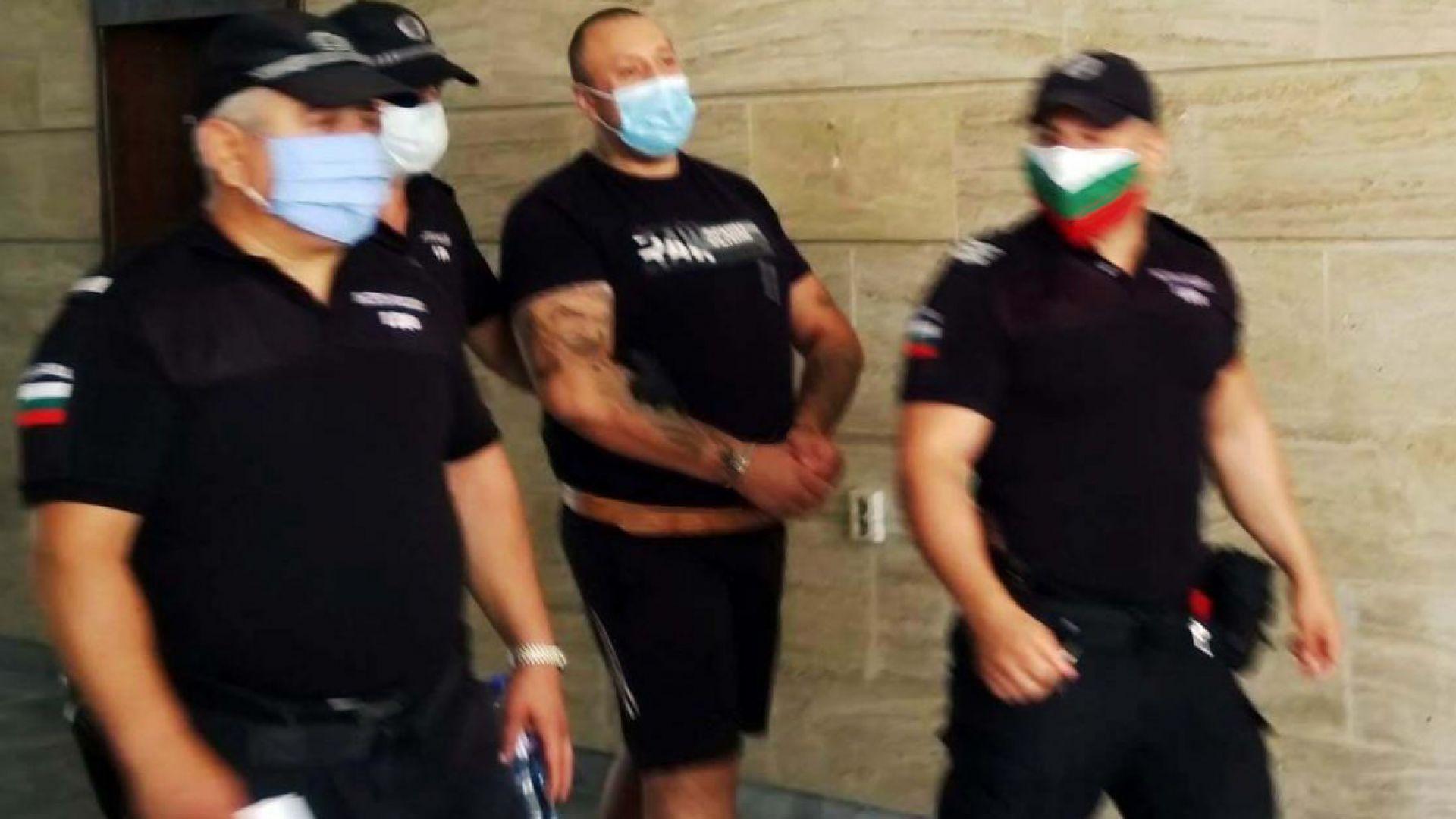 20 месеца затвор за Шалтера, който преби и стреля по шофьор край Добрич