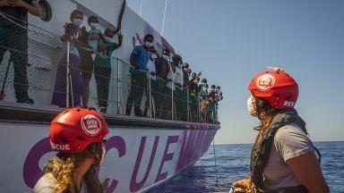 """Кметът на Лампедуза обяви """"обща стачка"""" след нова вълна от мигранти (видео)"""