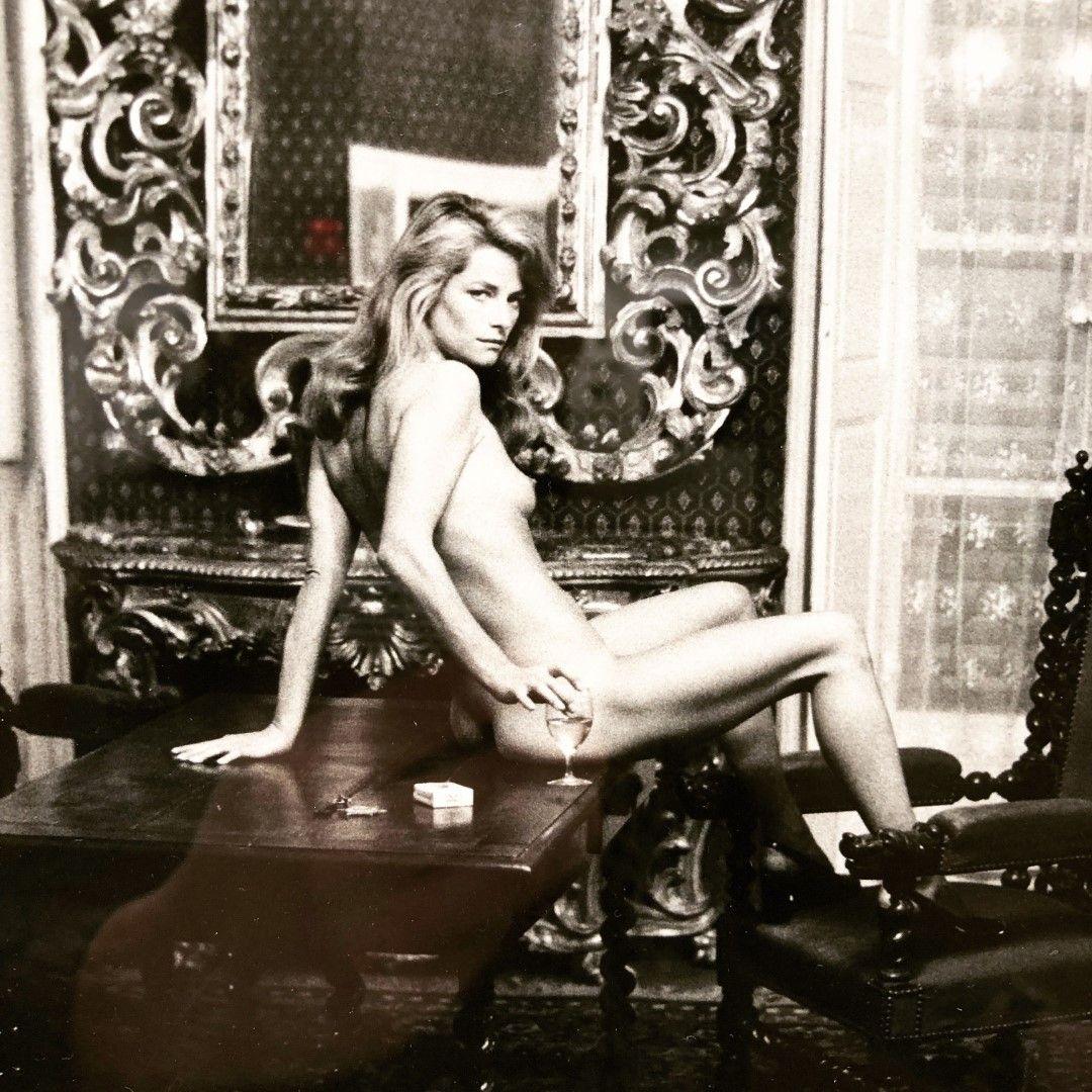 Шарлот Рамплинг снимана от Хелмут Нютън.