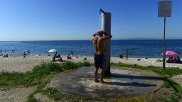 На почивка и плаж в Гърция - с маска (снимки)