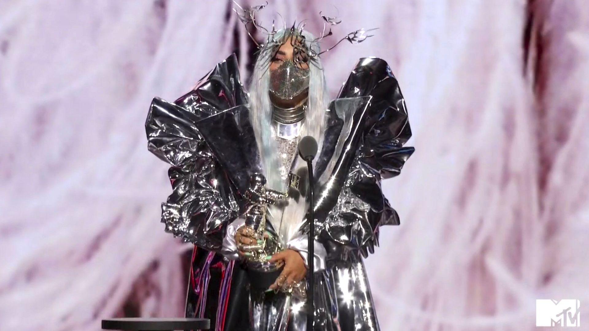 Лейди Гага грабна 5 отличия на видео музикалните награди на MTV и очарова с маските си