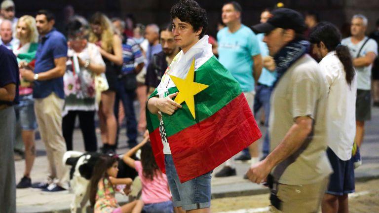 Протестът срещу правителството и главния прокурор продължава 75-a поредна вечер.