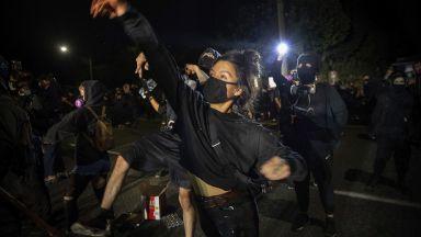 Ново убийство на полицай в САЩ, протести и напрежение и в Портланд (видео)