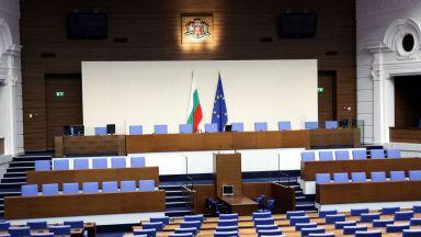 Показаха новата пленарна зала, стъкленият покрив струва почти 1 млн. лв. (снимки)