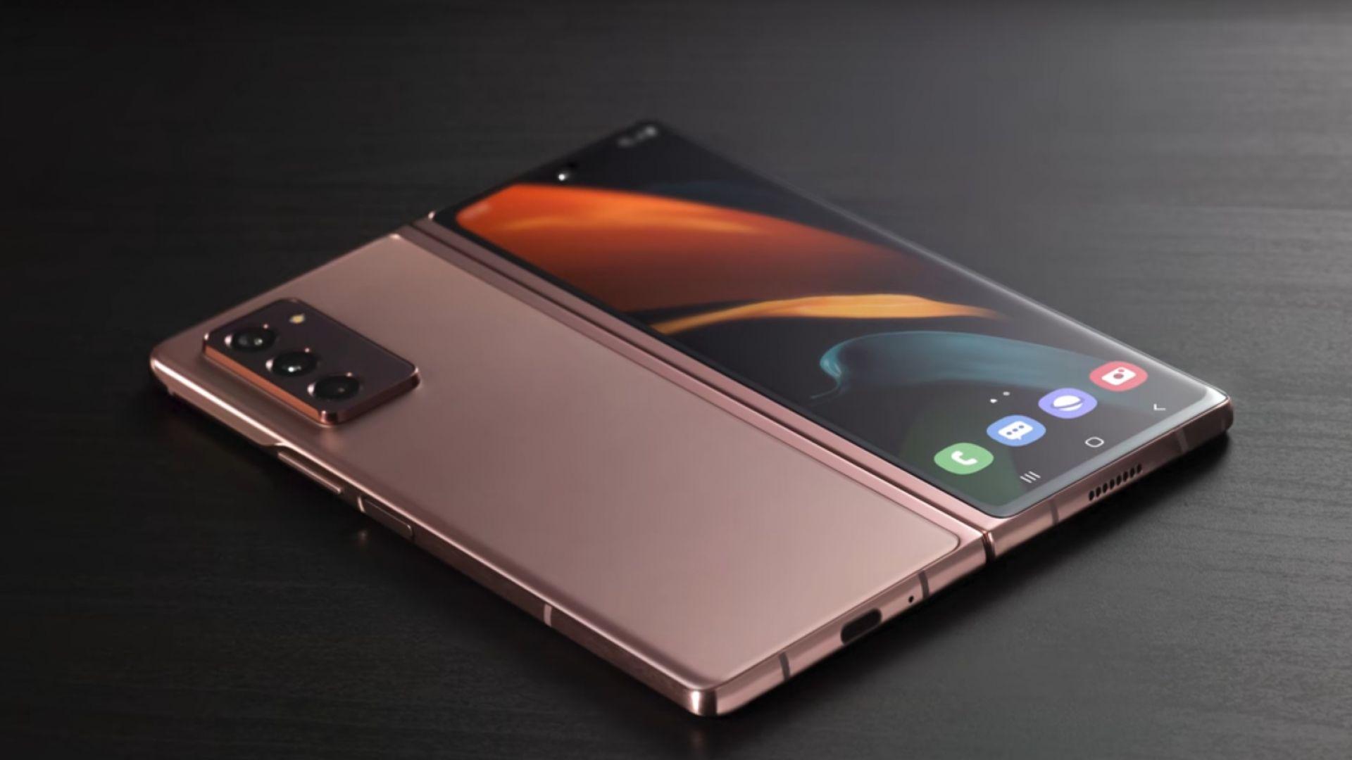 """Samsung продава сгъваемия си смартфон за $2000 като """"ВИП преживяване"""" (видео)"""