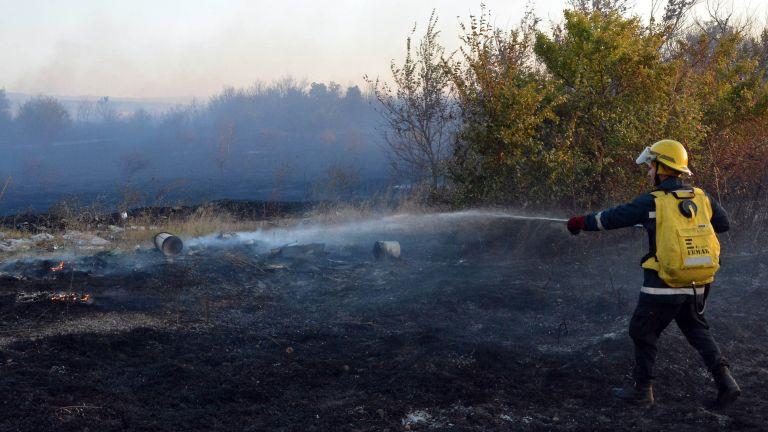 Голям пожар е възникнал в складово помещение в района на