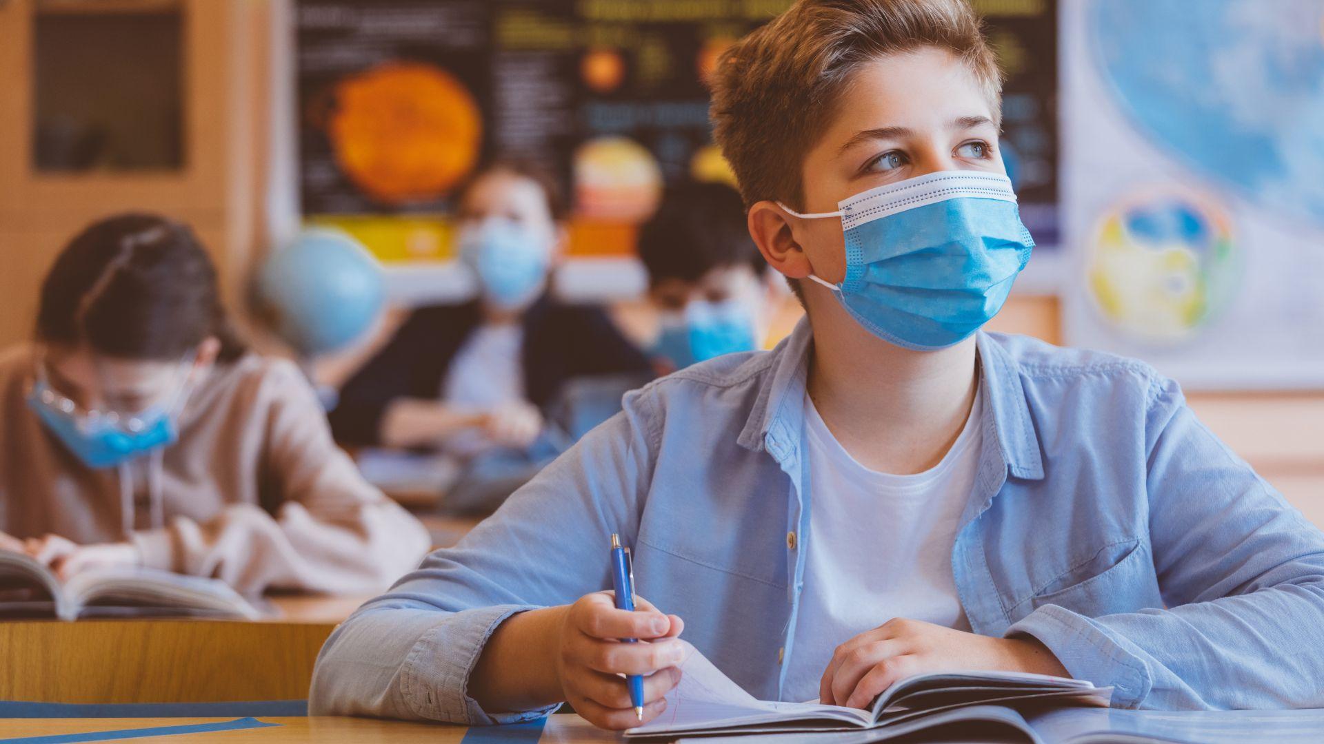 Родители в Гърция отказват да водят децата си на училище с маски