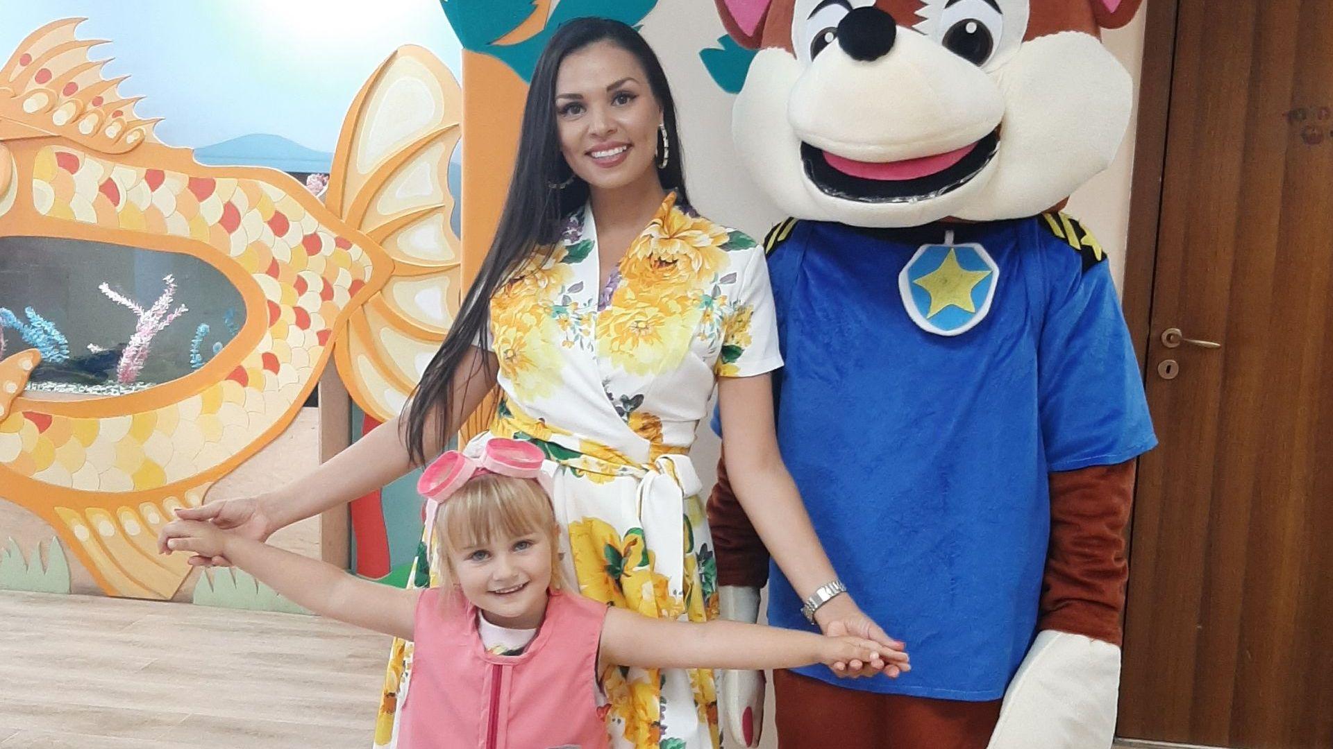 Певицата Цвети Радойчева отпразнува 4-ия рожден ден на дъщеря си