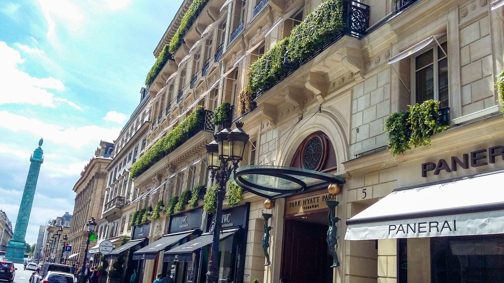 Отварянето на луксозните парижки хотели крие висок риск