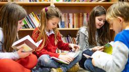 """Започва инициативата """"Купи 1 книга. Дари я на своето училище!"""
