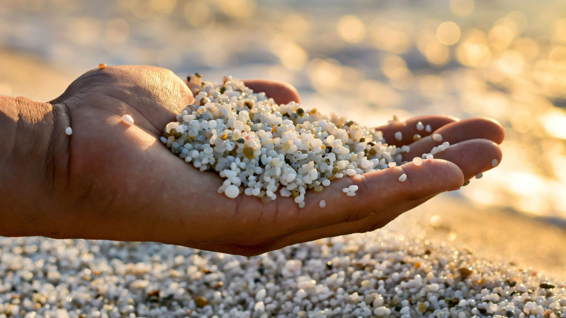 Французин плати 1000 евро за бутилка с пясък от Сардиния