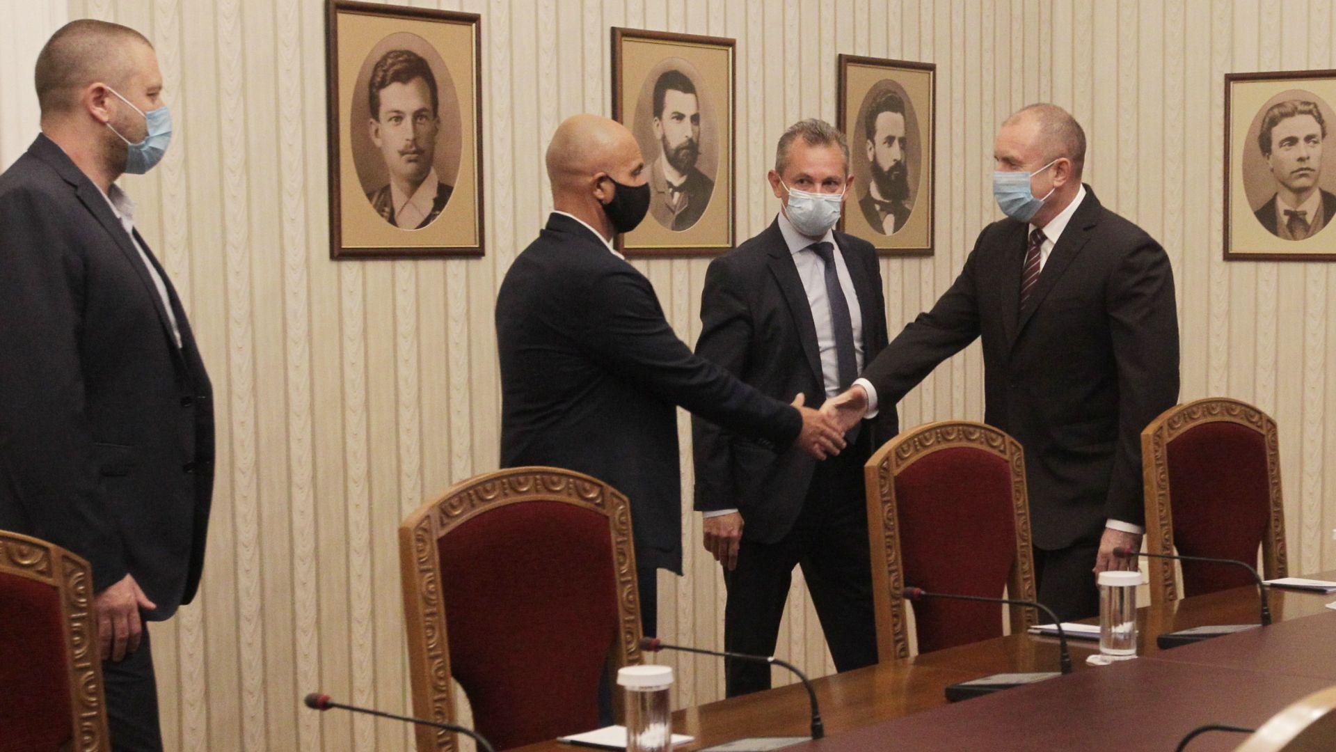 Президентът извика главния секретар на МВР и шефа на ДАНС заради насилието на протестите (видео)