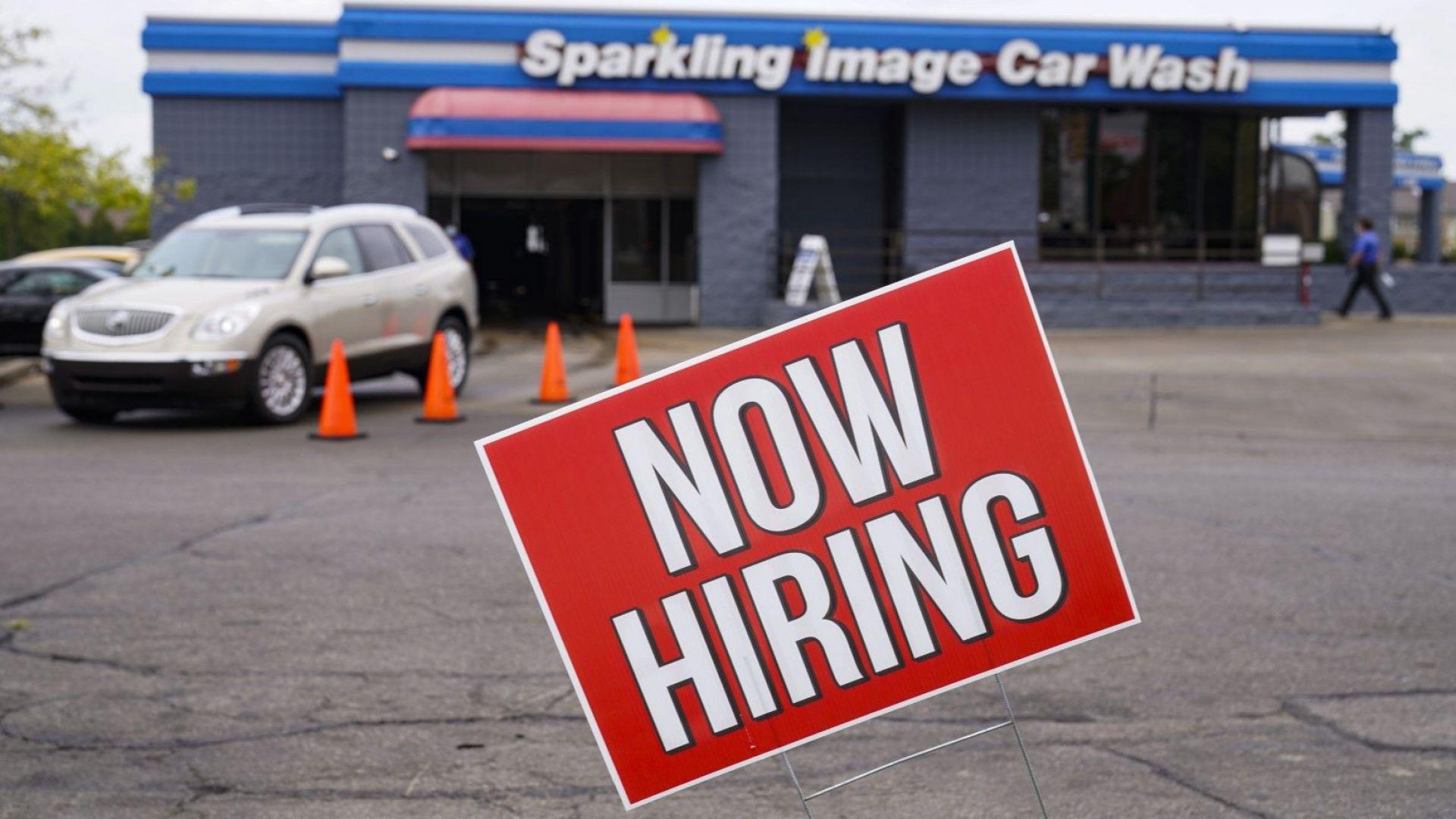 Безработицата в САЩ падна под 10%, новите назначения са почти 1.4 млн.